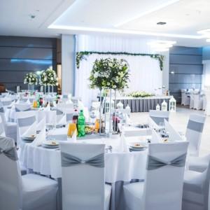 Dekoracje stołów na ślub i wesele