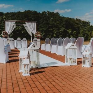 Dekoracje na ślub w plenerze