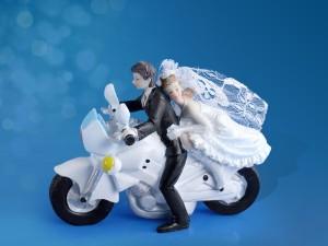 "Figurki na tort - Figurka na tort weselny ""Para Młoda na motorze"" / PF33"