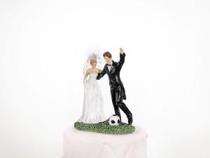 """Figurki na tort - Figurka na tort weselny """"Para Młoda z piłką nożną"""" / PF31"""