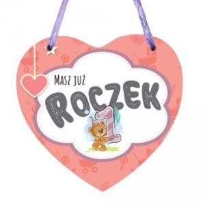 """Tabliczki z dedykacją do powieszenia - Drewniana tabliczka w kształcie serca z napisem """"Masz już Roczek"""" dla dziewczynki"""