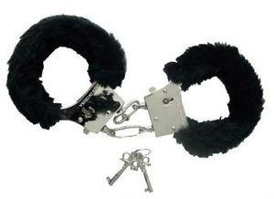 Kajdany i kajdanki - Czarne kajdanki z futerkiem